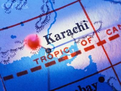 کراچی میں وقفے وقفے سے دو دھماکوں میں دو افراد جاں بحق جبکہ صحافیوں سمیت متعدد افراد زخمی ہوگئے۔