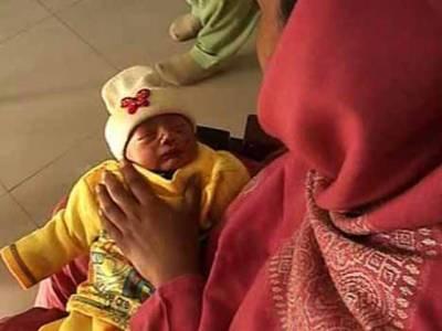 ہولی فیملی میں نومولود بچے کوچوہے کے کاٹنے کے واقعہ کے بعد ایم ایس فیاض احمد کوتبدیل کردیا گیا۔ ڈاکٹرارشد علی نے نئے ایم ایس کے طورپرعہدے کا چارج سنبھال لیا۔
