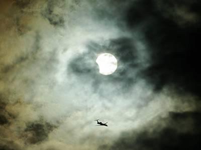 پاکستان سمیت دنیا کے مختلف ممالک میں آج چاند کوگرہن لگے گا.