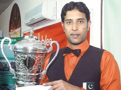 سنوکر کے عالمی چیمپئن محمد آصف وطن واپس پہنچ گئے، کراچی ایئرپورٹ پر شاندار استقبال کیا گیا.
