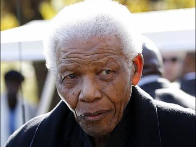 جنوبی افریقہ کے سابق صدر نیلسن مینڈیلا کو علاج کے لیے ہسپتال داخل کرادیا گیا جہاں ان کے ضروری ٹیسٹ کیے جائیں گے۔