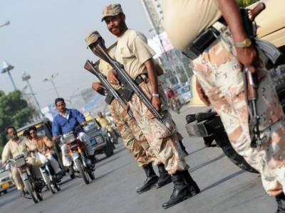 پاکستان رینجرز سندھ نےکورنگی بلال کالونی سمیت شہر کےمختلف علاقوں میں ٹارگیٹڈ آپریشن کرتے ہوئے ایک ٹارگٹ کلر سمیت انتالیس ملزمان کو حراست میں لےکر انکے قبضے سے اسلحہ اور منشیات برآمد کرلی۔