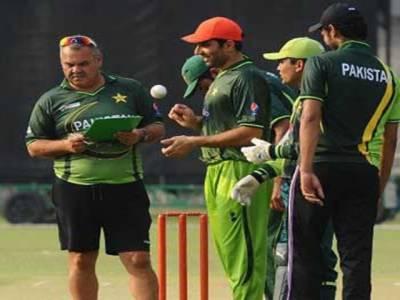دورہ بھارت کے لیے پاکستان کرکٹ ٹیم کا تربیتی کیمپ آج سے قذافی اسٹیڈیم لاہورمیں شروع ہوگا۔ کھلاڑی دو سیشنز میں پریکٹس کریں گے۔