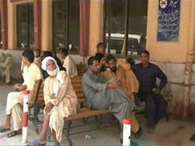 پنجاب کےسرکاری اسپتالوں میں ینگ ڈاکٹرز کی ہڑتال پندرہویں روز بھی جاری، مریضوں کے پاس صبر کے سوا کوئی چارہ نہیں.