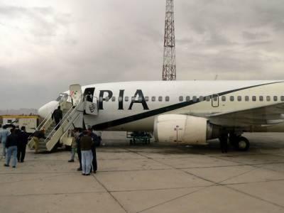 پی آئی اے افسر نے بیٹی کو اتارنے کیلئے اسلام آباد جانے والے جہاز کی لاہور میں لینڈنگ کرادی ، انتظامیہ نے مسافروں کو فنی خرابی کا لالی پاپ دے کر بہلایا۔
