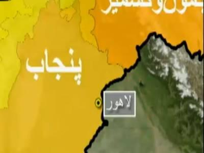 لاہورمیں ایس پی عہدہ کے ایک پولیس افسر کو چیک کرنے پرمجاہد فورس کے تین اہلکاروں کوگرفتارکرلیا گیا۔