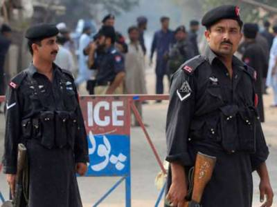 پشاور میں ٹارگٹ کلنگ کےبڑھتےواقعات کی روک تھام کےلیے پولیس حرکت میں آگئی، فرقہ واریت میں ملوث افراد کی گرفتاری کےلیےچھاپےمارےجارہےہیںِ.