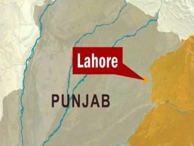 لاہورکے علاقے شاہدرہ کے اسکول میں آگ لگنے سے ایک ٹیچراوراکیس بچے جھلس گئے۔