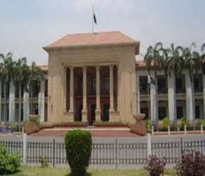 مسلم لیگ قاف اورپیپلزپارٹی پارٹی سے تعلق رکھنے والے تین ارکان پنجاب اسمبلی اپنی سیاسی جماعتوں کوخیرباد کہہ کرمسلم لیگ نون میں شامل ہوگئے