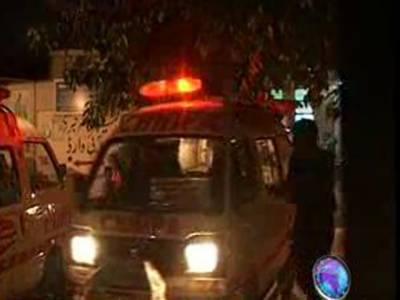 کراچی میں قتل غارتگری کا سلسلہ جاری ہے، آج بھی ٹارگٹ کلرزکی فائرنگ سےایک پولیس اہلکار سمیت سات افراد جاں بحق ہوگئے۔