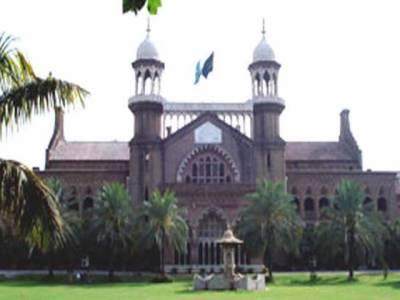 لاہورہائیکورٹ نے انکوائری کے بغیرجنسی سکینڈل میں ملوث پروفیسرکیخلاف کارروائی کرنے پرپنجاب یونیورسٹی کے وائس چانسلراور رجسٹرارسے جواب طلب کرلیا.