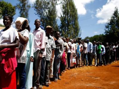 کینیا میں صدارتی انتخابات کےدوران پرتشدد واقعات میں چار پولیس اہلکاروں افسروں سمیت سترہ افراد ہلاک ہوگئے