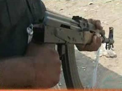 کراچی: دہشتگردوں نے مزید تین جانیں لے لیں. مختلف علاقوں میں فائرنگ کے واقعات میں چارافراد زخمی ہوگئے.