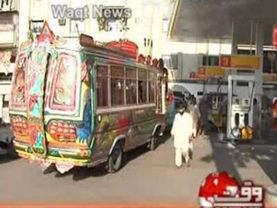 کراچی سمیت سندھ بھر میں سی این جی اسٹیشنزکھل توگئے، لیکن گاڑیوں کی لمبی قطاروں کی وجہ سے صارفین کوشدید مشکلات کا سامنا ہے۔
