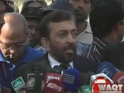 ایم کیو ایم نے کراچی میں حلقہ بندیوں کےخلاف سندھ ہائی کورٹ میں درخواست جمع کرادی. انتخابات سےچند روز قبل حلقہ بندی کافیصلہ الیکشن کمیشن پرسوال اٹھارہاہے.فاروق ستار