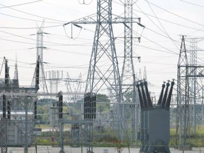 ملک بھر میں غیراعلانیہ لوڈشیڈنگ کا سلسلہ جاری ہے، اور بجلی کا شارٹ فال تینتالیس سو میگاواٹ تک پہنچ گیا ہے۔