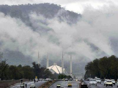 اسلام آباد اور گرد و نواح میں رات گئے آندھی وطوفان کے بعد موسلا دھارش بارش ہوئی جس سے موسم خوشگوارہوگیا۔