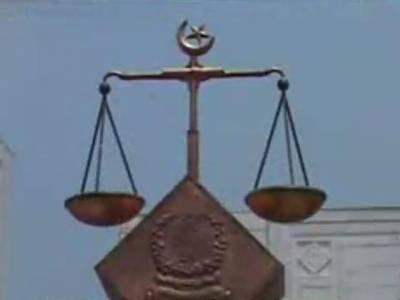 سپریم کورٹ نے پرویز مشرف کے خلاف غداری کے مقدمے کے لیے لارجربینچ بنانے کی درخواست مسترد کردی. مقدمے کی سماعت کے لیے تین رکنی بینچ تشکیل دے دیا گیا۔
