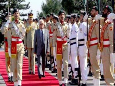 نگراں وزیراعظم میرہزار خان کھوسو نے وزیر اعظم ہاوس خالی کردیا،پاک فوج کےچاق وچوبند دستے الوداعی گارڈ آف آنرپیش کیا۔