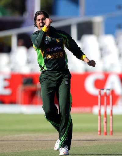 پاکستان نے پہلے ایک روزہ میچ میں میزبان جنوبی افریقہ کو تئیس رنز سے شکست دیکرتین میچوں کی سیریز میں ایک صفر کی برتری حاصل کرلی،انور علی کو مین آف دی میچ کا ایوارڈ دیا گیا۔