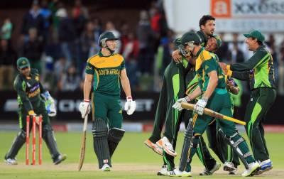 پاکستان نےجنوبی کوافریقہ کو سنسنی خیز مقابلےکےبعد ایک رن سے شکست دیکر تین میچوں کی سیریز دوصفر سےجیت لی،گرین شرٹس نےپہلی مرتبہ پروٹیز کےخلاف سیریز میں کامیابی حاصل کی ہے۔