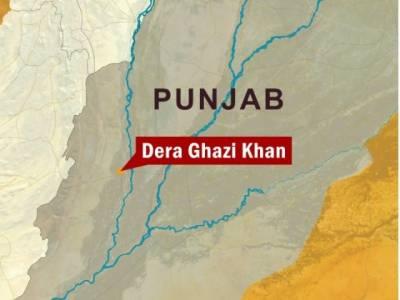 ڈیرہ غازی خان میں بھائی نے بھائی کے گھر کو آگ لگا دی، جس کے نتیجے میں تین بچے جھلس کر جاں بحق جبکہ خاتون سمیت پانچ افراد زخمی ہو گئے ۔
