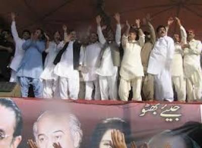 پاکستان پیپلز پارٹی کےچیئرمین بلاول بھٹو زرداری آج اپنا باقاعدہ سیاسی سفر شروع کرنے جارہے ہیں،،،بلاول بھٹوزرداری کاکہنا ہے،،،یہ سفر اسی مقام سے شروع ہورہا ہے،،،جہاں سے ان کی والدہ ادھورا چھوڑ گئی تھیں