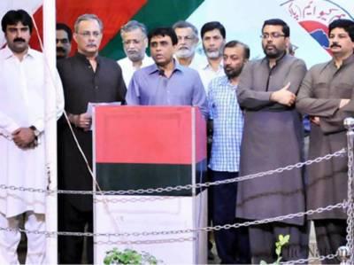 وزیر اعلیٰ سندھ قائم علی شاہ کہتے ہیں ہمیں سندھ میں ترقیاتی کام نہ کرنے کے طعنے دینے والے اندرون سندھ آ کر دیکھیں -کراچی میں جاری آپریشن غیر جانبداری سے ہو رہا ہے،،کالعدم تنظیموں سے لے کر بڑے مجرموں تک سب کو پکڑا گیا ہے ،،کسی کو ناجائز تنگ نہیں کیا