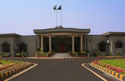 لاہور ہائیکورٹ نے اسلام آباد میں دھرنوں کے خلاف توہین عدالت اور عوامی تحریک پر پابندی کیس کی سماعت چھ نومبر تک ملتوی کردی، عدالت نے طاہرالقادری سے متعلق جوڈیشل کمیشن کی رپورٹ غائب ہونے پر سخت برہمی کا اظہار کیا