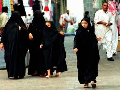 سعودی عرب کے مقامی اخبار نے ایک رپورٹ شائع کی ہے جس میں کہا گیا ہے کہ سعودی خواتین دنیا میں سب سے صحت مند اور خوب صورت جلد کی مالک ہیں کیونکہ انھیں چہرے کا نقاب سورج کی شعاعوں سے محفوظ رکھتا ہے
