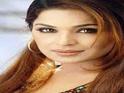 اداکارہ میرا کی عمران خان سے شادی کی آفر برقرار ہے کہتی ہیں، عمران خان کے جواب کی منتظر ہوں،