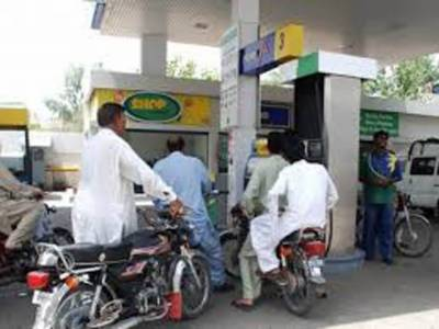 لاہور کی ضلعی انتظامیہ نے پٹرولیم مصنوعات کی قیمتوں میں کمی کے باوجود اوور چارجنگ پرکئی پٹرول پمپ سیل کردیئے