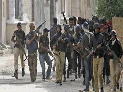 لیاری کے علاقے میں خفیہ اداروں کی کارروائی کے نتیجے میں تین ملزمان کو گرفتار کر لیا گیا ملزمان کے قبضے سے اسلحہ اور کارتوس برآمد ہوئے ہیں