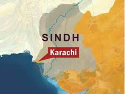 کراچی کے مختلف علاقوں میں فائرنگ اور پُرتشدد واقعات میں دو افراد جاں بحق ہو گئے، ڈالمیاں میں پولیس مقابلے کے دوران ڈاکو قلندر بخش مارا گیا،
