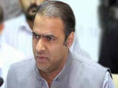 وزیر مملکت برائے پانی و بجلی عابد شیر علی نے کہا ہے کہ چند افراد دھرنا دے کر پاکستان اور چین کی دوستی اور پاکستان کی ترقی کے عمل کو روکنا چاہتے ہیں