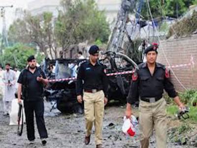 پشاور کے علاقے متھرا میں سیکورٹی اہل کاروں کی گاڑی کے قریب دھماکے میں دو سیکورٹی اہل کار جاں بحق اور دو زخمی ہوگئے