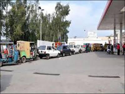 ہفتے کی دوسری بندش کے بعد کراچی سمیت سندھ بھر میں سی این جی سٹیشنز کھل گئے، جس کے بعد گیس کے حصول کیلئے گاڑیوں کی لمبی قطاریں لگ گئیں