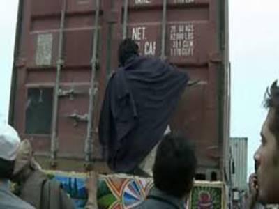 اسلام آباد انتظامیہ نے 30 نومبر کے جلسے کے پیش نظر ریڈ زون کو کنٹینرز لگا کر سیل کر دیا عوام کو سفر کے دوران مشکلات کا سامنا کرنا پڑ رہا ہے
