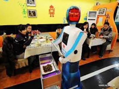 چین میں مکمل طور پرروبوٹس کے زیر انتظام چلنے والا ریسٹورنٹ کھل گیا، وہیں روس میں بھی ایک ایسا ہوٹل دیکھنے میں آیا ہے جہاں صرف جڑواں لوگ ہی کام کر سکتے ہیں،