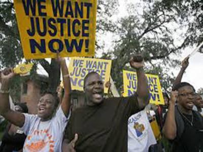 امریکہ کی ریاست مسوری میں عدالت کی جانب سے سیاہ فام نوجوان کے قتل میں پولیس اہلکار کو مجرم قرار نہ دینے کے فیصلے کے بعد حالات ابھی تک کشیدہ ہیں