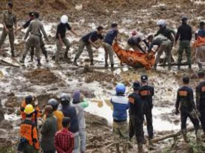 انڈونیشیا کے جزیرے جاوا میں بارشوں کے بعد مٹی کا تودہ گرنے سے سات افراد ہلاک ہو گئے،مٹی کے نیچے دبے ہوئے سو سے زائد افراد کی تلاش جاری ہے