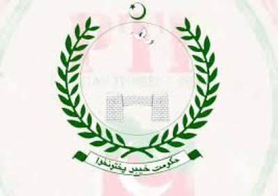 خیبر پی کےحکومت نےپشاور میں اسکول پرحملے کےخلاف تین روزہ سوگ کا اعلان کردیا،وزیر اعلیٰ پرویز خٹک کاکہنا ہے عمارتکابیشترحصہ کلیئر کرالیا گیا ہے ،غلام احمد بلورکہتے ہیں عمران خان وزیراعظم بننےسےپہلے صوبے پر توجہ دیں