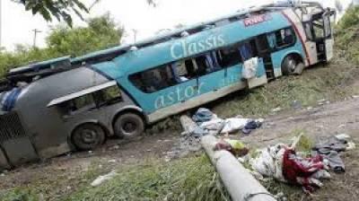 برازیل میں بس اور آئل ٹینکر میں تصادم کے بعد آگ بھڑک اٹھی حادثے میں سات افراد ہلاک اور متعدد زخمی ہوگئے