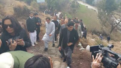 خیبرپی کے میں پودا لگا کر شجرکاری مہم کا آغاز:عمران خان
