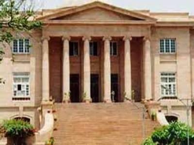 نائن زیرو سےگرفتار افراد کو عدالت میں پیش نہ کرنے پر سندھ ہائیکورٹ نے جواب طلب کرلیا