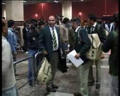 قومی کرکٹ ٹیم نئے جذبے کیساتھ بنگلہ دیش کیخلاف سیریز کیلئے دارالحکومت ڈھاکہ پہنچ گئی