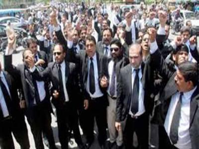 ڈسکہ واقعے کیخلاف لاہور میں وکلا دوسرے روز بھی سڑکوں پر رہے