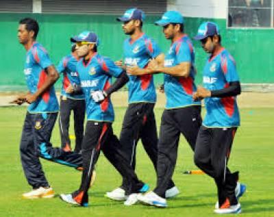 بھارتی کرکٹ ٹیم بنگلہ کیخلاف سیریز کیلئے دارالحکومت ڈھاکہ پہنچ گئی کھلاڑیوں نےشیر بنگلہ سٹیڈیم میں پریکٹس بھی کی