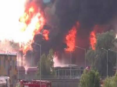 یوکرائن میں تیل کے ڈپو میں لگی آگ بجھانے کے دوران دھماکے سے متعدد فائرفائٹرز ہلاک ہوگئے
