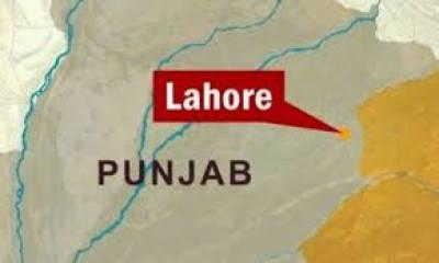 لاہور میں ایکسائز اینڈ ٹیکسیشن کلرکوں کا احتجاجی مظاہرہ کرتےہوئےفیلڈ سٹاف کے لیے مہنگے داموں خریدی جانے والی موٹرسائیکلوں کا سودا منسوخ کرنے کا مطالبہ کر دیا